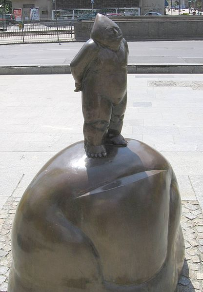 The Dwarf – the statue of the Orange Alternative symbol at the corner of Świdnicka and Kazimierza Wielkiego streets in Wrocław.